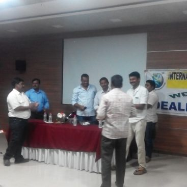 06 01 16 Sub Dealer Meeting Distt. Bellary, Karnataka by State Head with team & distributed prizes 1